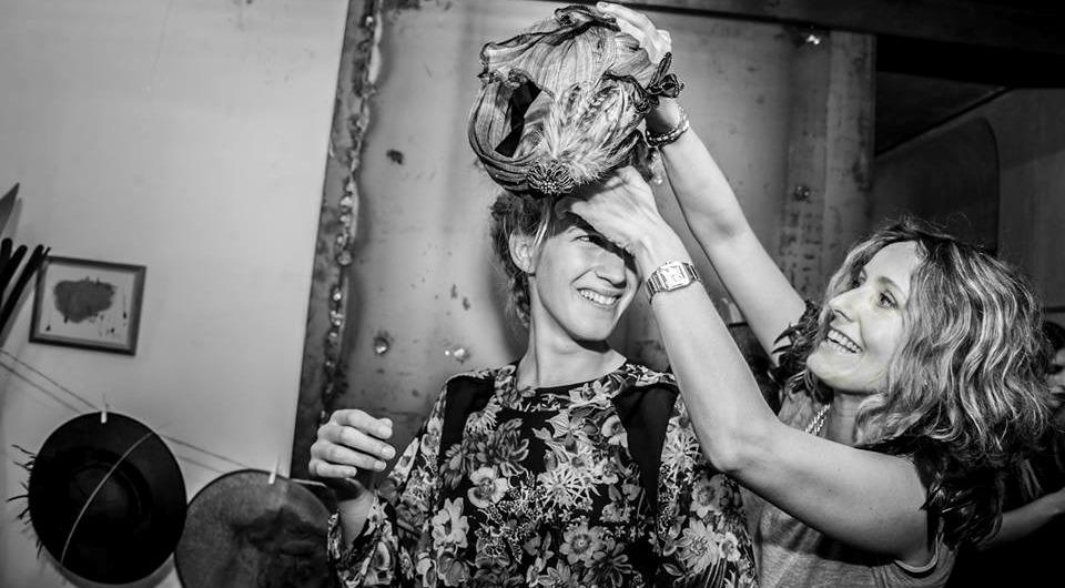 Ana Matesanz Lamatte tocados y pamelas chic y elegantes