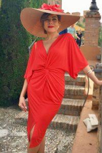 Pamela Vizet, esta es, simplemente una pamela espectacular. Combina el tono nude de la base , siempre tan elegante y sobrio, con unas flores de gasa en rojos degradados Para ser la invitada perfecta, esta pamela es perfecta!