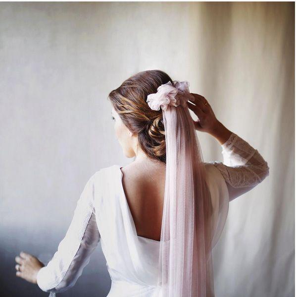 velo rosa novia