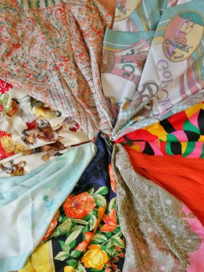 Pamela Montecarlo, la pieza más actual y trendy de esta temporada. Combinada con lazos de pañuelos de seda , de Cartier y Loewe, podrás elegir entre diferentes pañuelos y colores de pamelas
