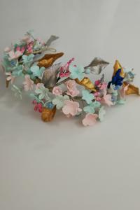 Tocado Andrómeda de porcelana en diferentes colores de flores y semillas