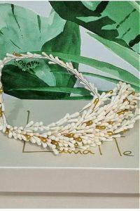 Corona de semillas blanco, dorado y nude Ideal para colocar con o sin velo Está confeccionado para que puedas ajustarlo a tu peinado, doblándolo y manipulando cada una de las ramas entre tu cabello. Totalmente flexible y muy muy ligero
