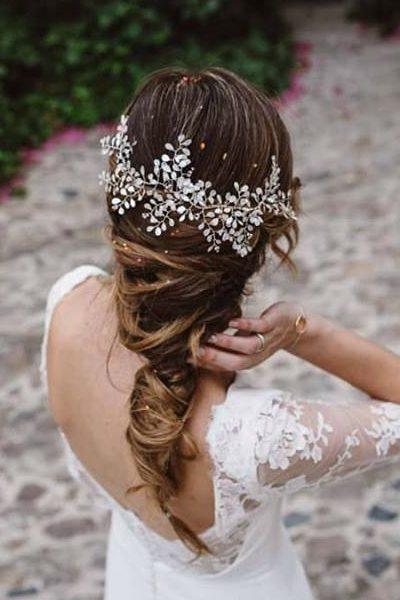 Tocado de esmalte mariposa Está confeccionado para que puedas ajustarlo a tu peinado, doblándolo y manipulando cada una de las ramas entre tu cabello. Totalmente flexible y muy muy ligero
