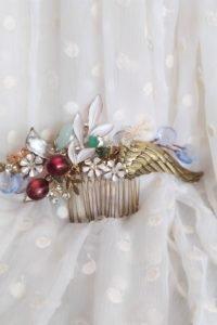 Peina con pedrería y motivos flores art deco , granadas y nacarados para una novia muy estilosa y única